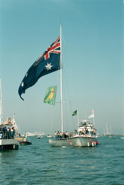 26 września 1983 roku przeszedł do historii żeglarstwa. Tego dnia Amerykanom zawalił się żeglarski świat
